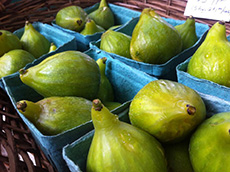 baskets of fresh green figs