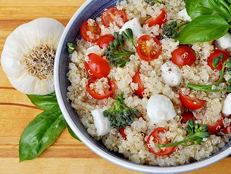 Quinoa, tomato and mozzarella cheese